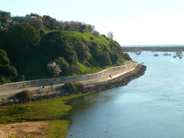 alvor-river-side-walk